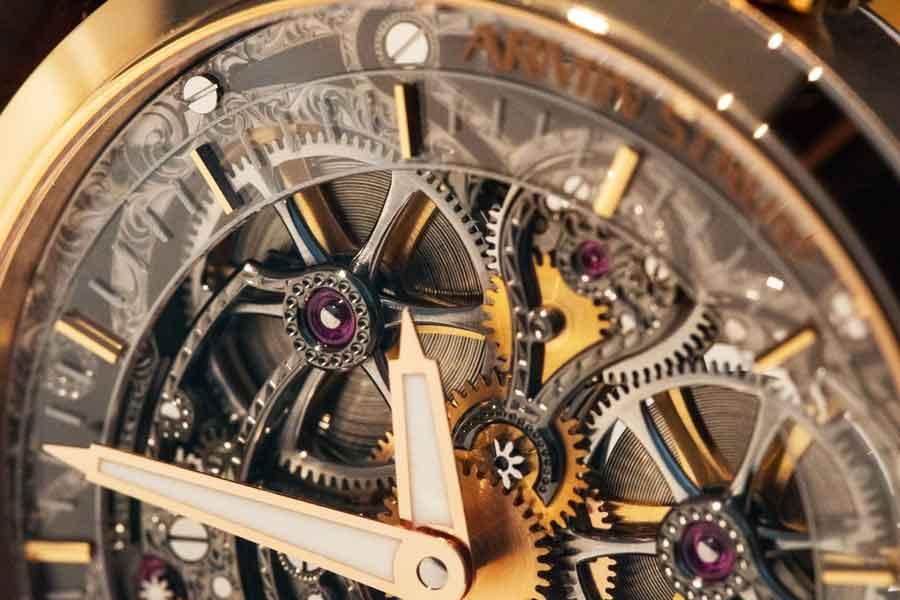 ساعت اسکلتون یا موتور باز | قلب باز