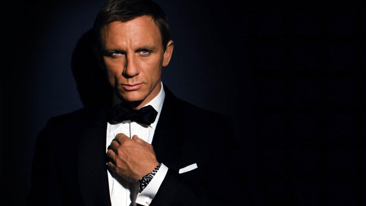 ستکردن ساعت جیمز باند با لباس