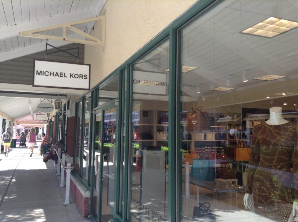فروشگاه مایکل کورس