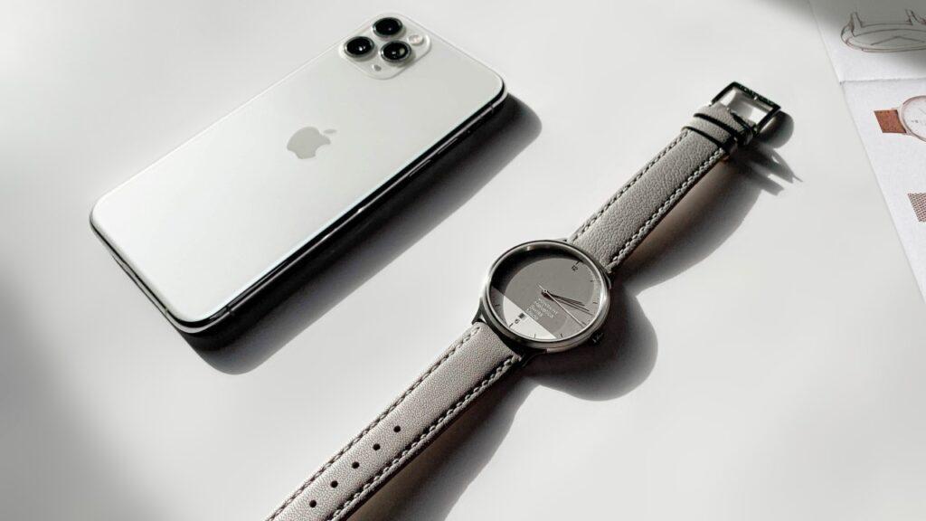 ساعت Helvetica 1 Regular Hybrid