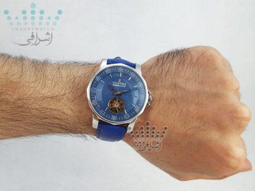 عکس روی دست ساعت کروم آبی رنگ CORUM Admiral