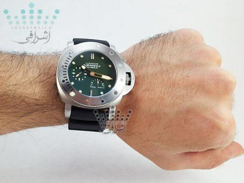 عکس روی دست ساعت panerai submersible-S
